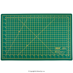 Self-healing cutting mat 45x30 cm, thickness 3 mm, green - DW-12123 GREEN