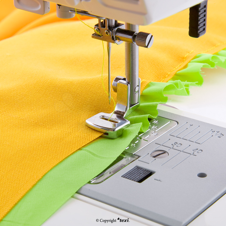 Sewing and shirring foot for household machine