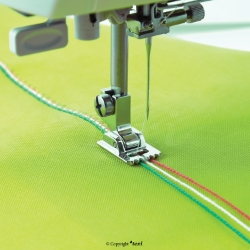 Cord sewing foot for household machine