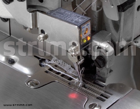 Horizontal pneumatic type automatic chain cutter for 747Q / 757Q overlock